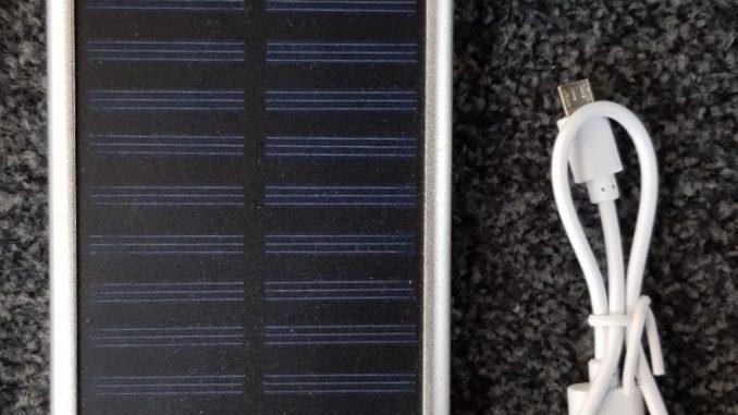 solar oplader met gravering