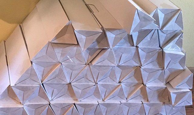 opvallende driehoekige geschenk en verzendverpakking